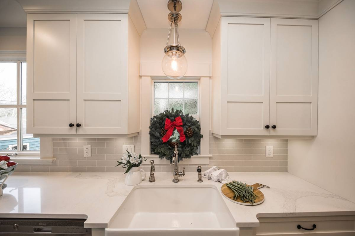 kitchen renovation contractor in vancouver can help you with renovate kitchen hardware