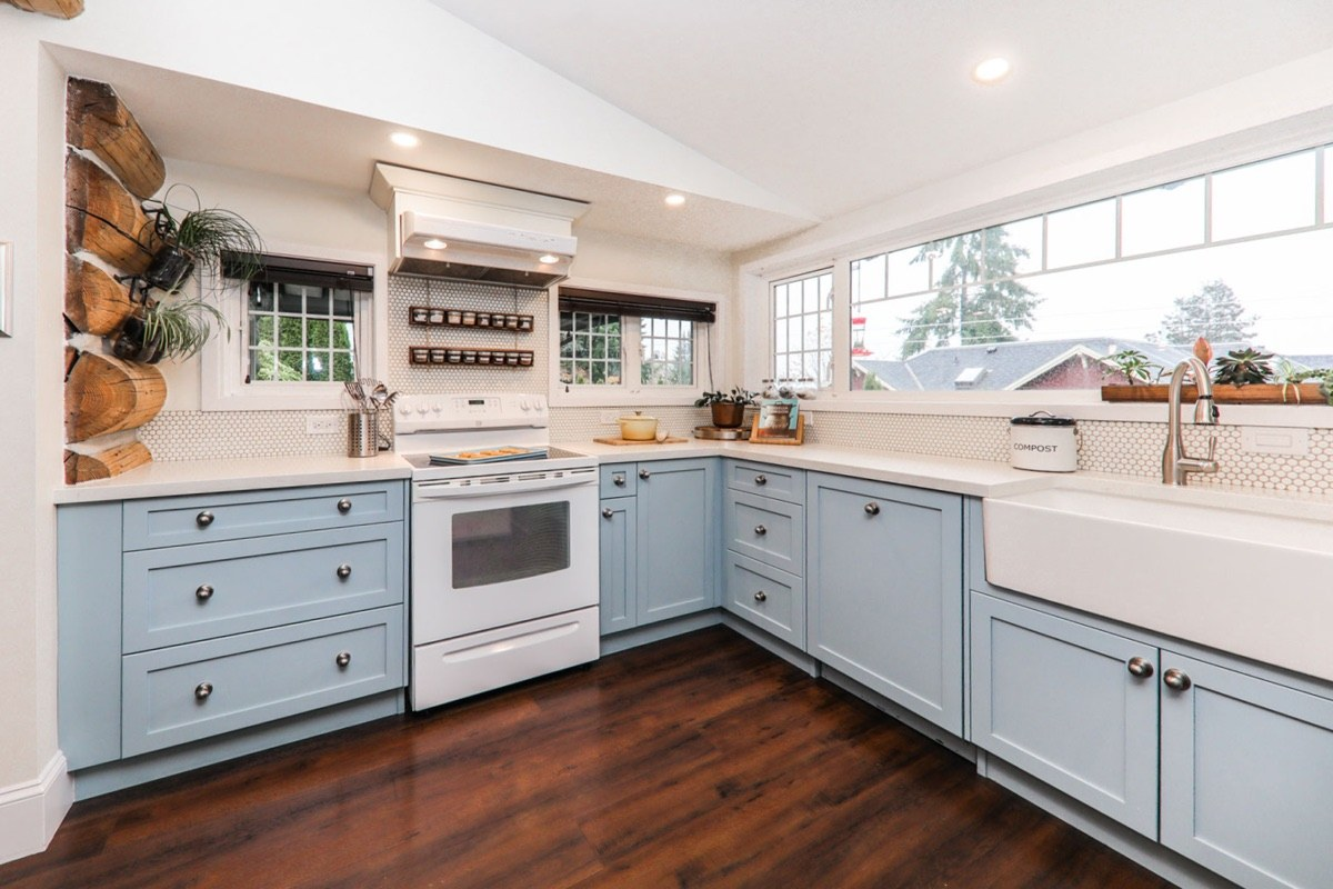 kitchen renovation contractor in vancouver can help you with renovate kitchen cabinets